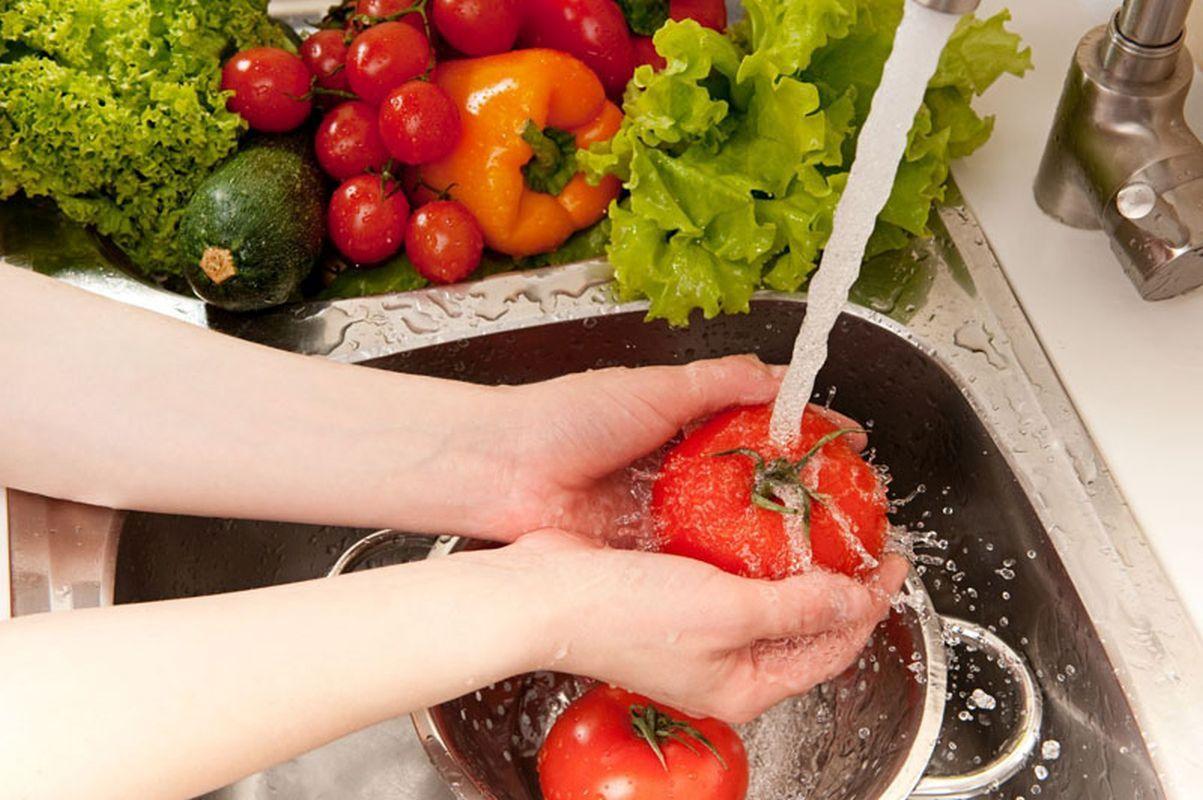 vegetables washing, splashing water
